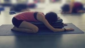 "serie de yoga ""posturas restaurativas""  callateyhazyoga"