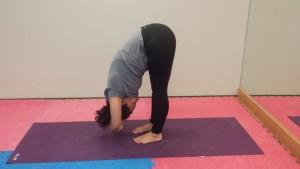 "serie de yoga ""estirando las piernas""  callateyhazyoga"