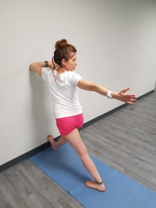 parivrtta-trikonasana-pared-III