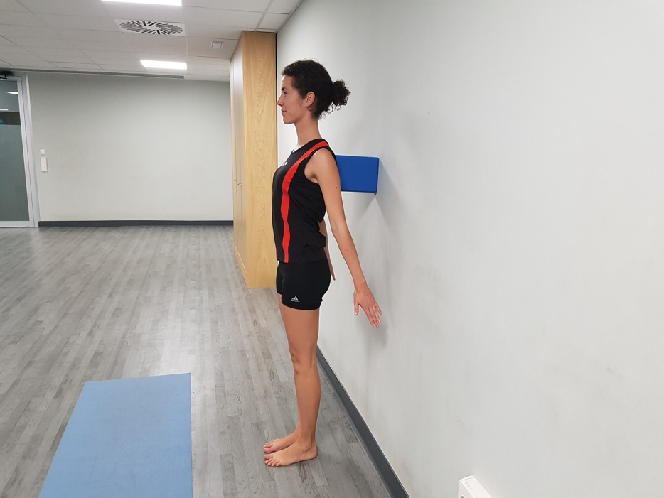 tadasana-pared