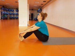 secuencia de yoga asanas de pie vinyasas y torsiones